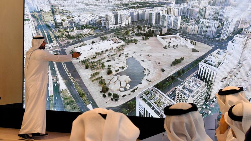خلال الجلسة الإعلامية التي عقدت في منارة السعديات للكشف عن خطة افتتاح «قصر الحصن». تصوير: نجيب محمد