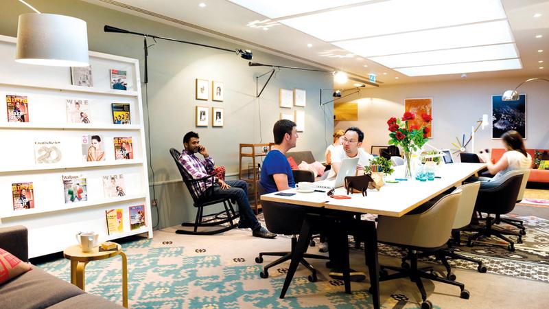 الاجتماعات الطويلة ترهق الموظفين وتطيل مدة العمل. أرشيفية