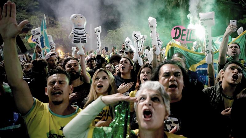 أنصار جاير بولسونارو يحتفلون بفوزه في الانتخابات الرئاسية. إي.بي.إيه