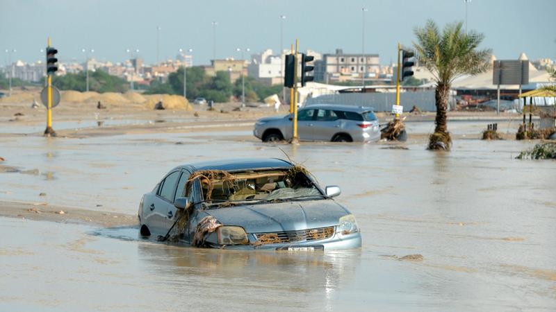 الأمطار الغزيرة غمرت مناطق عدة في الكويت. أ.ف.ب