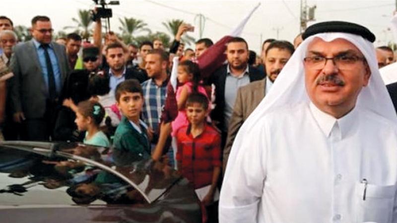 السفير القطري تعرَّض للرشق بالحجارة في غزة.  وكالة «معا»