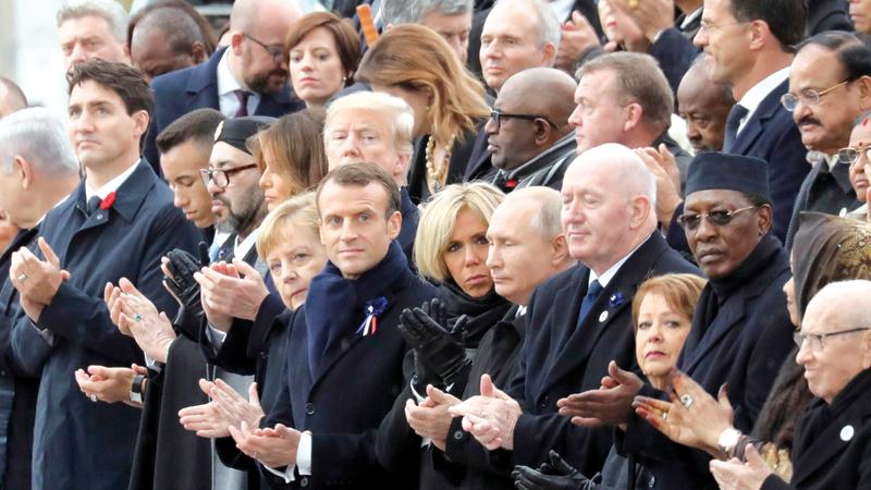جانب من الاحتفال بمئوية انتهاء الحرب العالمية الأولى في قوس النصر بباريس أمس.  أ.ف.ب