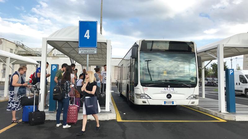 محطة للحافلات في روما. أرشيفية
