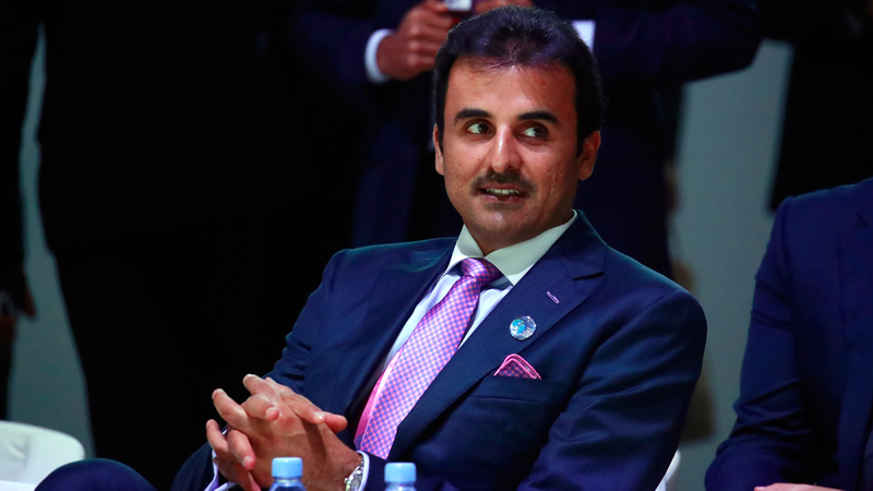 أمير قطر تميم بن حمد في مأزق بسبب العقوبات الاقتصادية على إيران.  إيي بي أيه