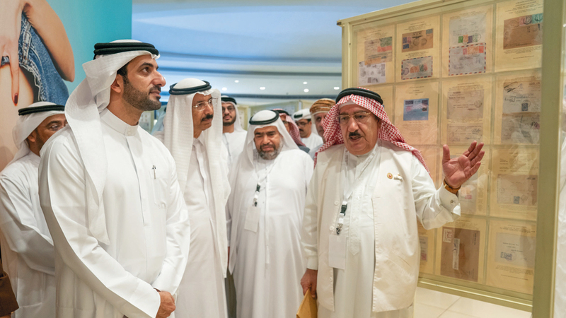 سلطان بن أحمد القاسمي ومحمد المر خلال افتتاح المعرض.  تصوير: أسامة أبوغانم