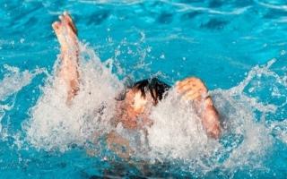 شرطة الشارقة تحقق في غرق طالب بمسبح مدرسة
