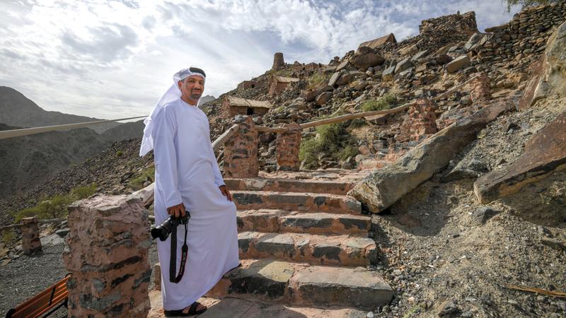 الحمادي أكّد أن توثيقه لتاريخ بلده فتح أمامه آفاقاً جديدة من العلم والمعرفة. تصوير: آشوك فيرما