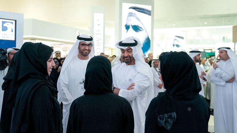محمد بن زايد اطّلع خلال جولته في المعرض على مشاركات المؤسسات والشركات الوطنية والعالمية. وام