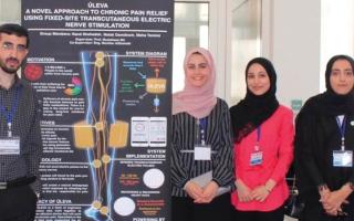 الصورة: 3 طالبات يبتكرن جهازاً لتخفيف آلام الأمراض
