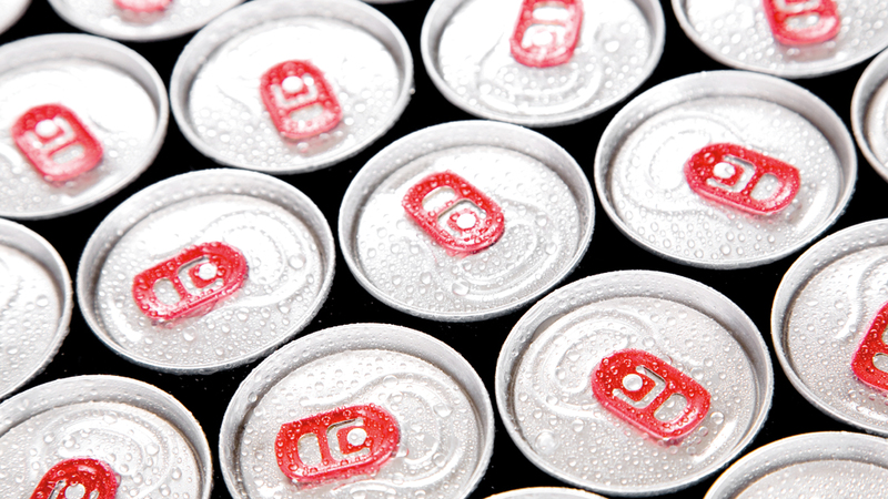الهدف من تطبيق الضريبة الانتقائية هو الحد من مبيعات السلع المستهدفة لأسباب صحية  ومنها المشروبات الغازية. أرشيفية