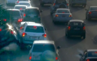 الصورة: بالفيديو.. شرطة أبوظبي تبث فيديو لحادث تصادم
