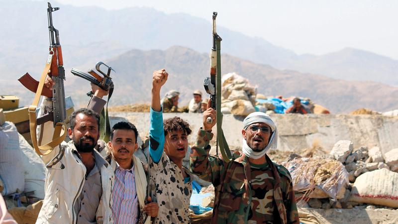 مقاتلون من المقاومة اليمنية في أحد المناطق بتعز. أ.ف.ب