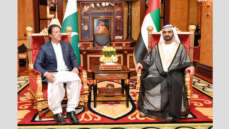 محمد بن راشد خلال مباحثاته مع عمران خان. وام