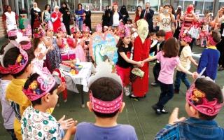 الصورة: احتفالات المدارس الخاصة تكلـف ذوي الطلاب 3000 درهم سنوياً