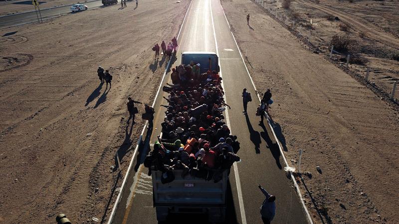 شاحنة مكدّسة بالمهاجرين.  أ.ب