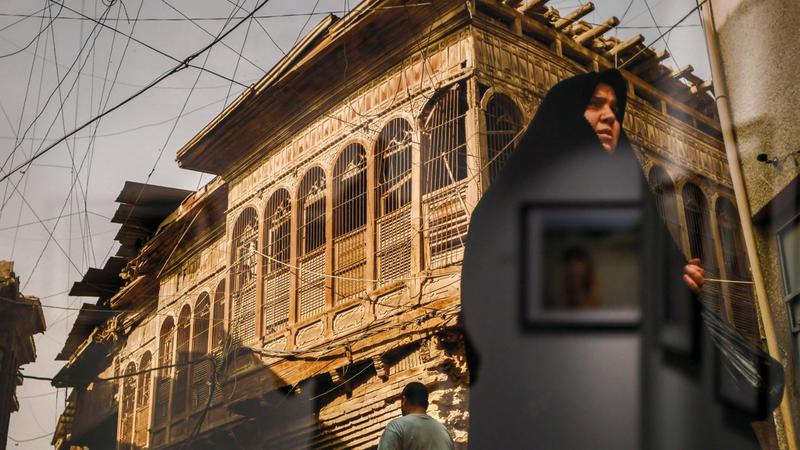 «عين على العراق» أعمال للمصور الصحافي معن حبيب عن الحياة اليومية والعنف.  تصوير: أشوك فيرما