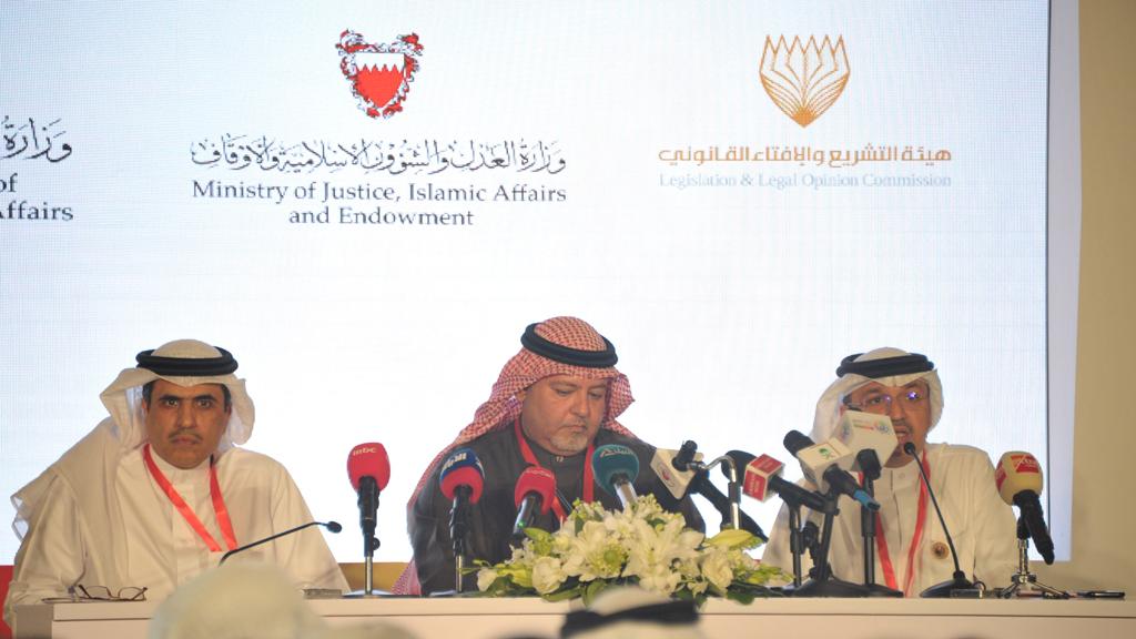 وزير العدل ووزير الاعلام والرئيس التنفيذي للانتخابات.