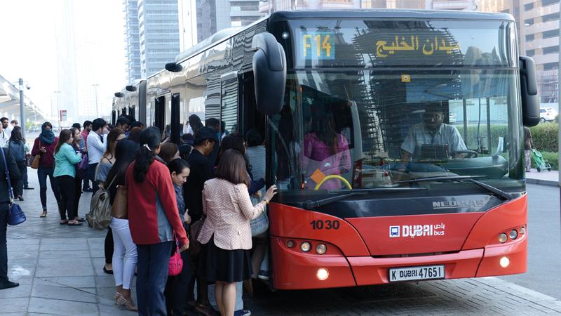 توفير الإنترنت المجاني في الحافلات يأتي ضمن جهود تحوّل دبي إلى أذكى مدن العالم. من المصدر