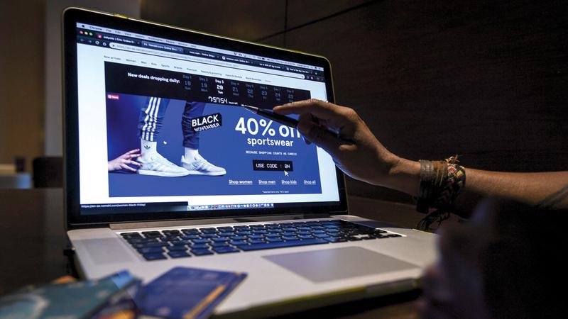 مواقع إلكترونية رفعت الأسعار قبل تخفيضات الجمعة البيضاء. تصوير: أشوك فيرما