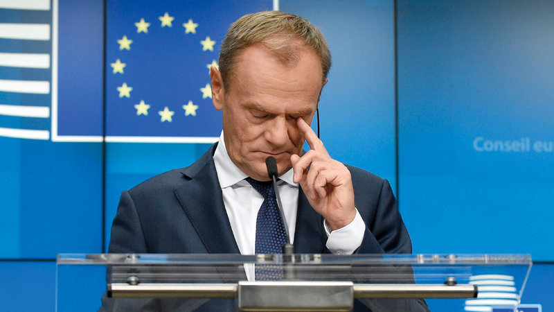 رئيس المجلس الأوروبي بدا حزيناً عقب اجتماع أمس. أ.ف.ب