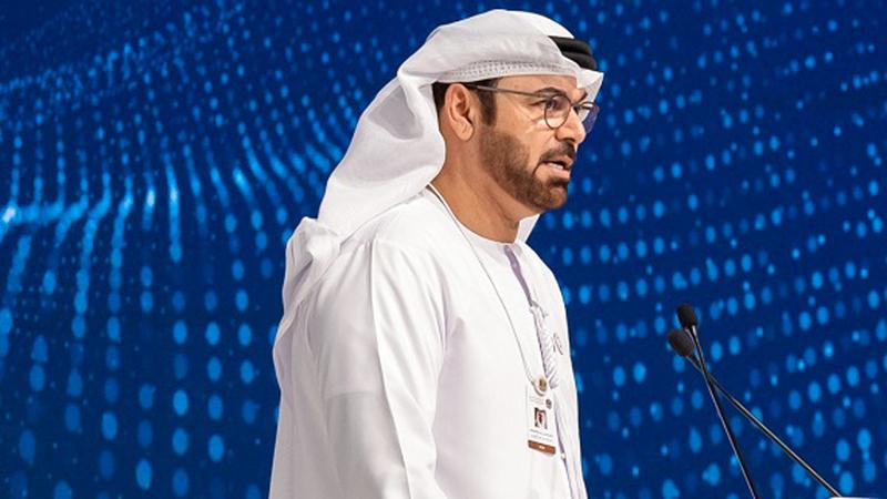 محمد القرقاوي متحدثاً في افتتاح الاجتماعات السنوية لحكومة دولة الإمارات. من المصدر
