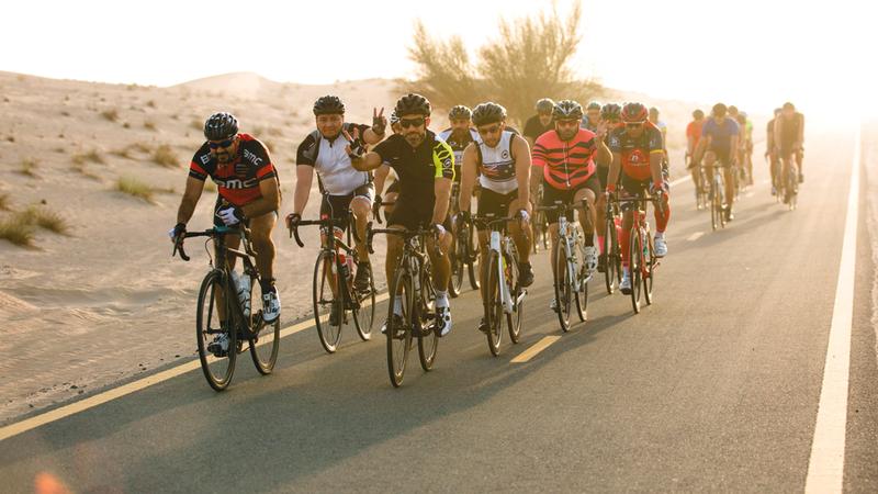 تحدي سبينيس دبي 92 للدراجات الهوائية يجتذب الآلاف سنوياً.  من المصدر