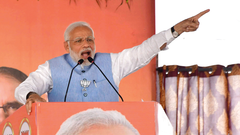 رئيس الوزراء ناريندرا مودي حمّل راهول غاندي مسؤولية الخوض في شؤون عائلته. أ.ب