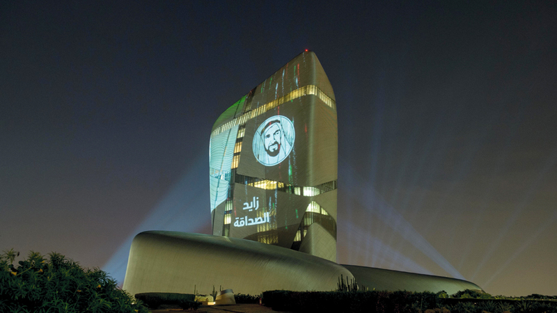 العروض تسلّط الضوء على التراث الإماراتي خلال الاحتفالية. وام