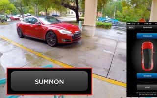 الصورة: «تسلا» تكشف عن تحديثات جديدة لنظام استدعاء السيارة آلياً عند الطلب