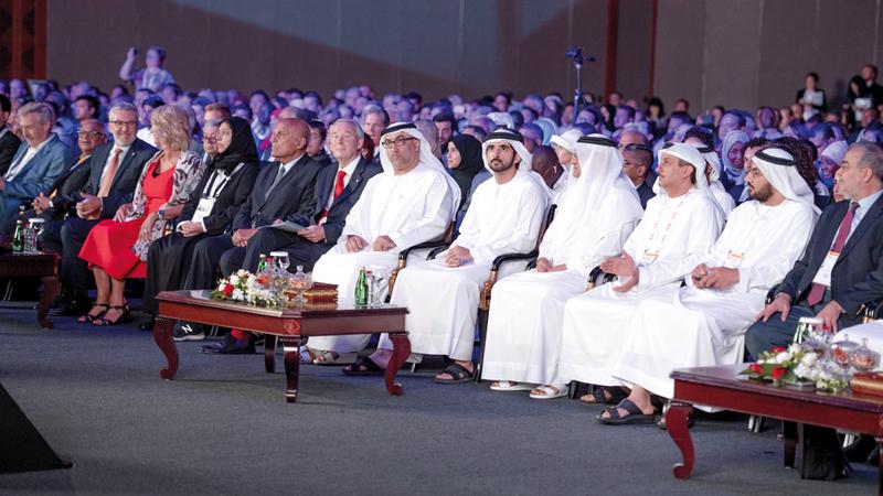 ولي عهد دبي تعرّف إلى مشروعات «صحة دبي» للحدّ من تفاقم انتشار أمراض القلب. وام