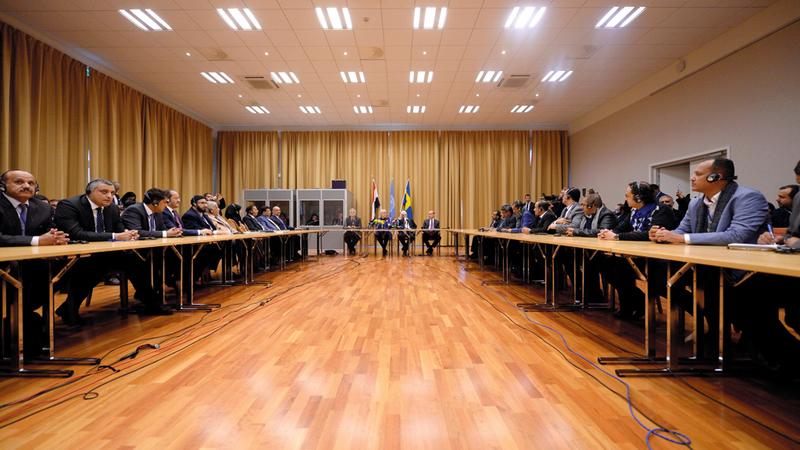 وفود مشاورات السلام اليمنية التي ترعاها الأمم المتحدة خلال اجتماعها في استوكهولم. رويترز