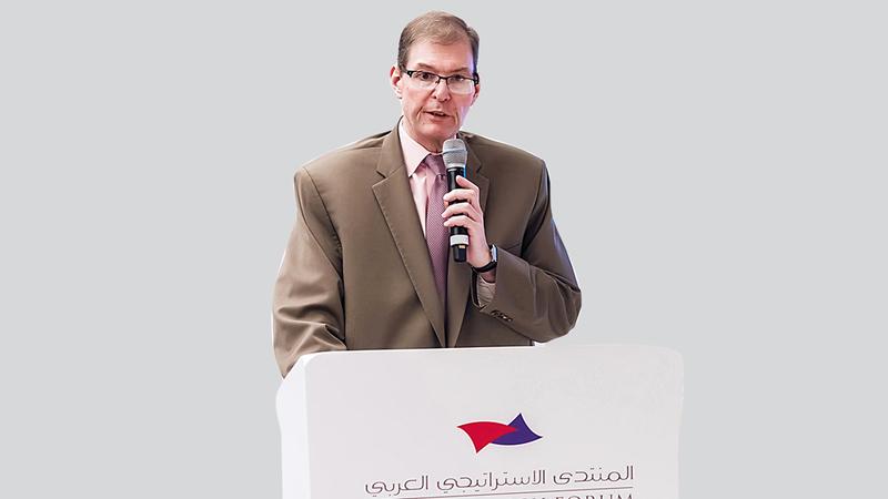 الباحث حسين إيبش يتحدث خلال الجلسة التحضيرية للمنتدى الاستراتيجي العربي. من المصدر