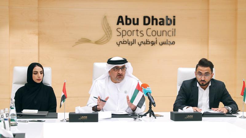 العواني يتحدث في المؤتمر الصحافي. الإمارات اليوم