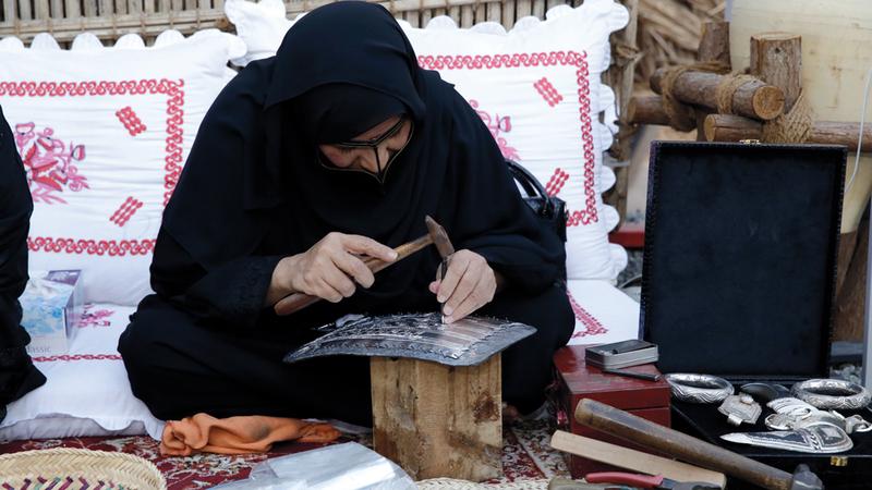النسخة التاسعة من المهرجان تعرّف بملامح التراث الإماراتي ومفرداته وعاداته.  من المصدر