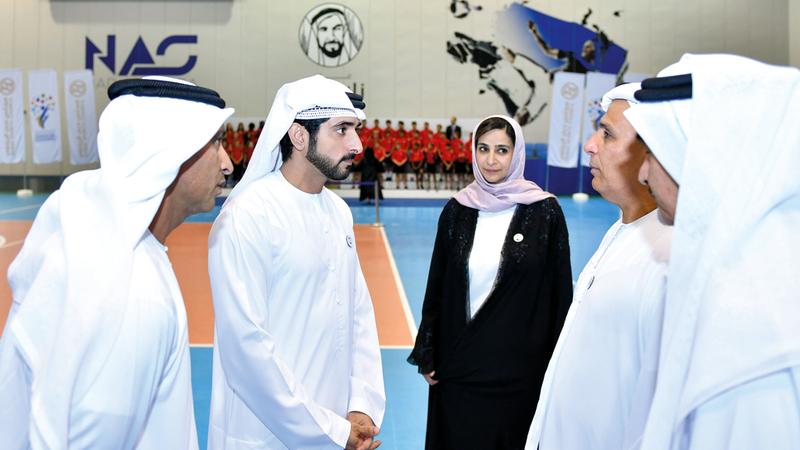 حمدان بن محمد خلال استقبال «مدرسة كلية دبي للتخاطب بالإنجليزية». من المصدر