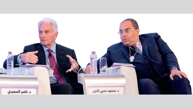 محيي الدين والسعيدي خلال جلسة «حالة العالم العربي اقتصادياً في عام 2019». من المصدر
