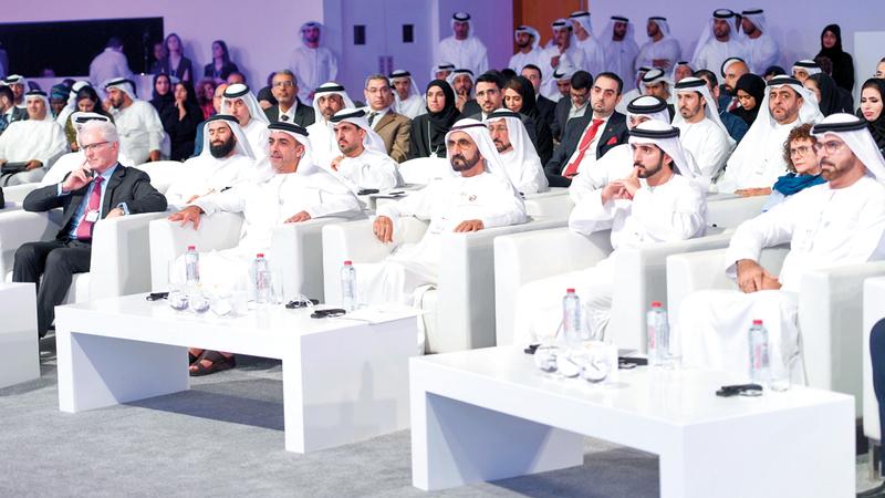 محمد بن راشد خلال حضوره جانباً من «المنتدى الاستراتيجي العربي». وام