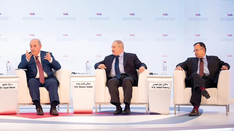 خلال جلسة «حالة العالم العربي سياسياً في 2019». من المصدر