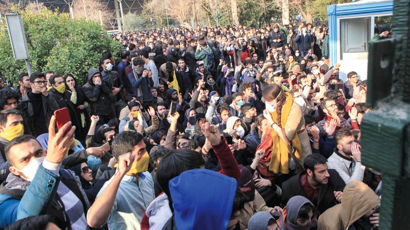 الشعارات التي أطلقتها التظاهرات الشعبية أوضحت أن الإيرانيين يعرفون أن عدوهم هو النظام.  أ.ف.ب
