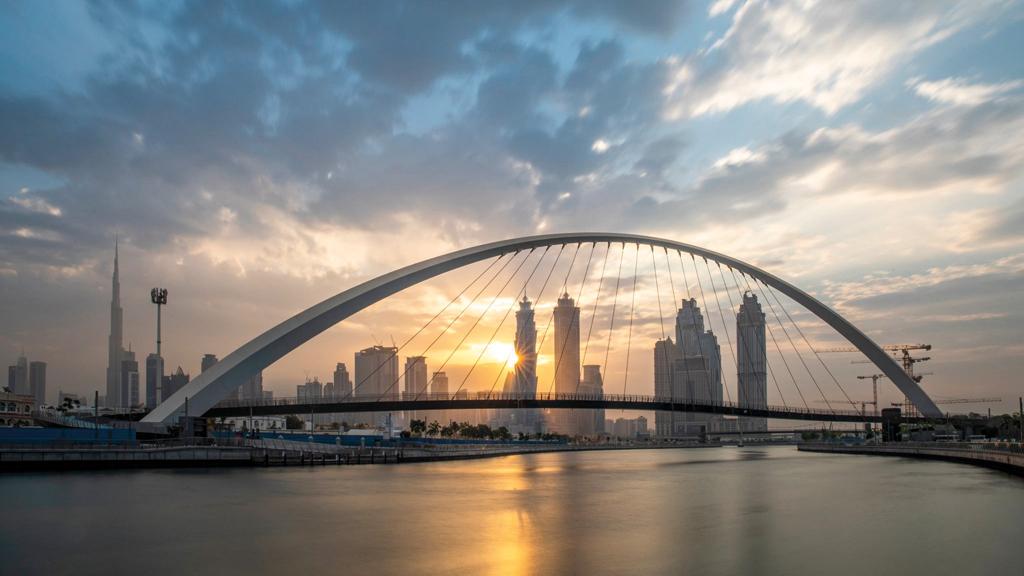 منظر عام لجسر التسامح في دبي. من المصدر