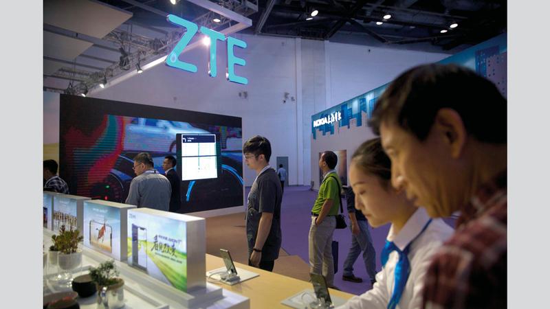 شركة «زد تي إي» استطاعت أن تتخلص من العقوبات بفضل شركات العلاقات العامة.  من المصدر