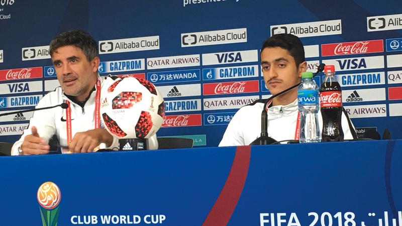 زوران وريان يسلم يتحدثان لوسائل الإعلام خلال المؤتمر الصحافي. من المصدر