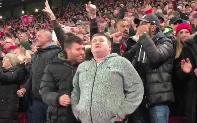 الصورة: بالفيديو.. محمد صلاح يستقبل مشجع ليفربول الكفيف