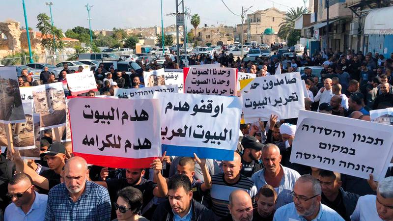 أهالي اللد يخشون هدم منازلهم في أي لحظة بعد تسلمهم  قرارات وإخطارات من بلدية إسرائيل. الإمارات اليوم