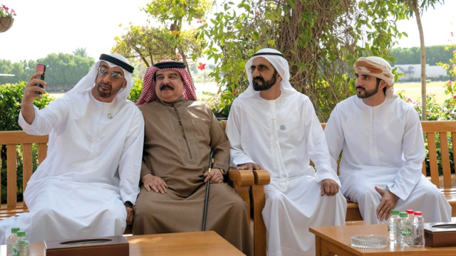 Hamad bin Issa shows his admiration for