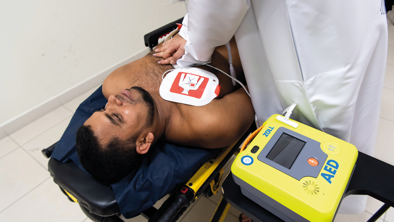 توافر جهاز متطور للإنعاش القلبي قرب المصاب يعد الحل الأنسب لإنقاذه. تصوير: أحمد عرديتي