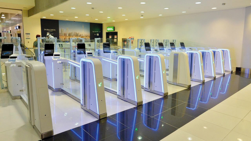 البوابات الذكية أسهمت بشكل ملحوظ في تخليص إجراءات السفر بوقت قصير.  من المصدر