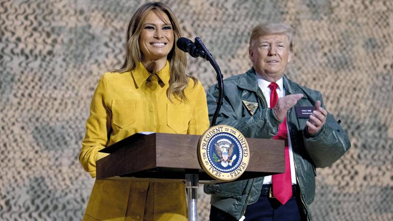 ميلانيا تلقي كلمة في الجنود. أ.ب