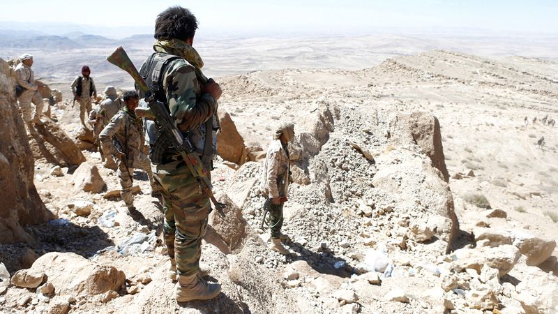 جنود من الجيش اليمني في إحدى مناطق جبهة نهم القريبة من صنعاء. رويترز
