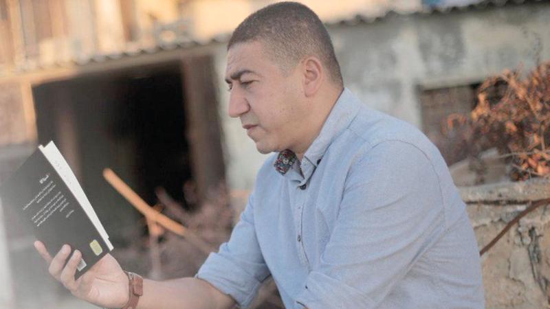 يسري الغول: رغم الحصار والإغلاق هناك حالة نهوض ثقافي فردي في غزة. من المصدر